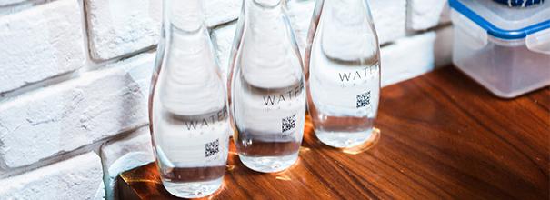 小米2015新品发布会神秘饮品曝光 猜猜看一瓶多少钱?