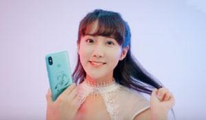SNH48李艺彤为你梦幻开箱:小米6X初音未来限量套装